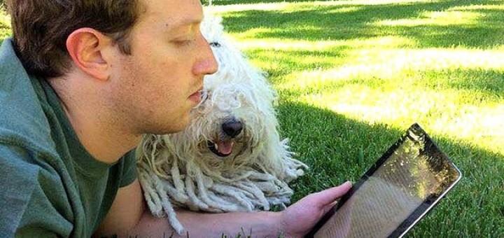 Mark Zuckerberg leyendo