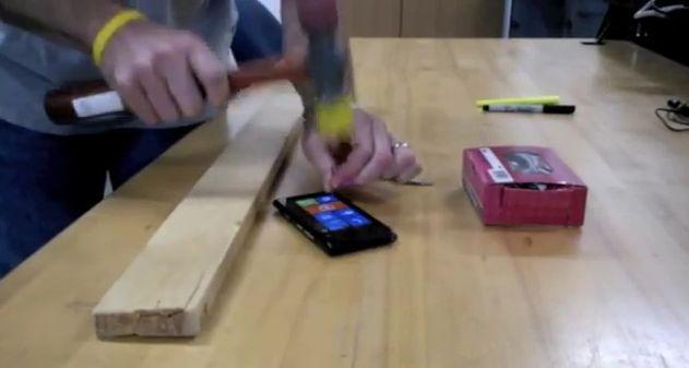Photo of [Video] Prueba de resistencia extrema del Nokia Lumia 900